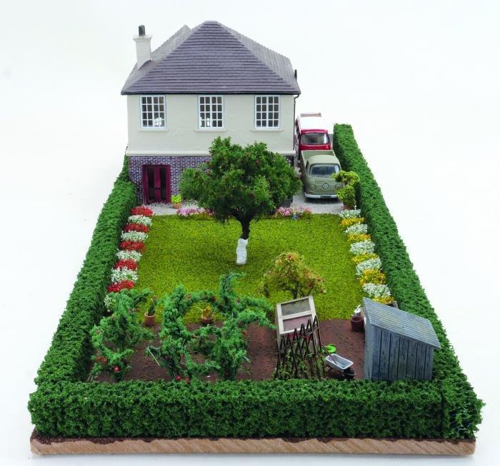 Garden scene in 'OO' gauge