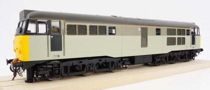 hm165_heljan_31_RF_Trainload