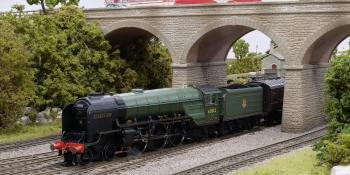 VIDEO: Hornby's 'A2/3' 4-6-2 for 'OO'